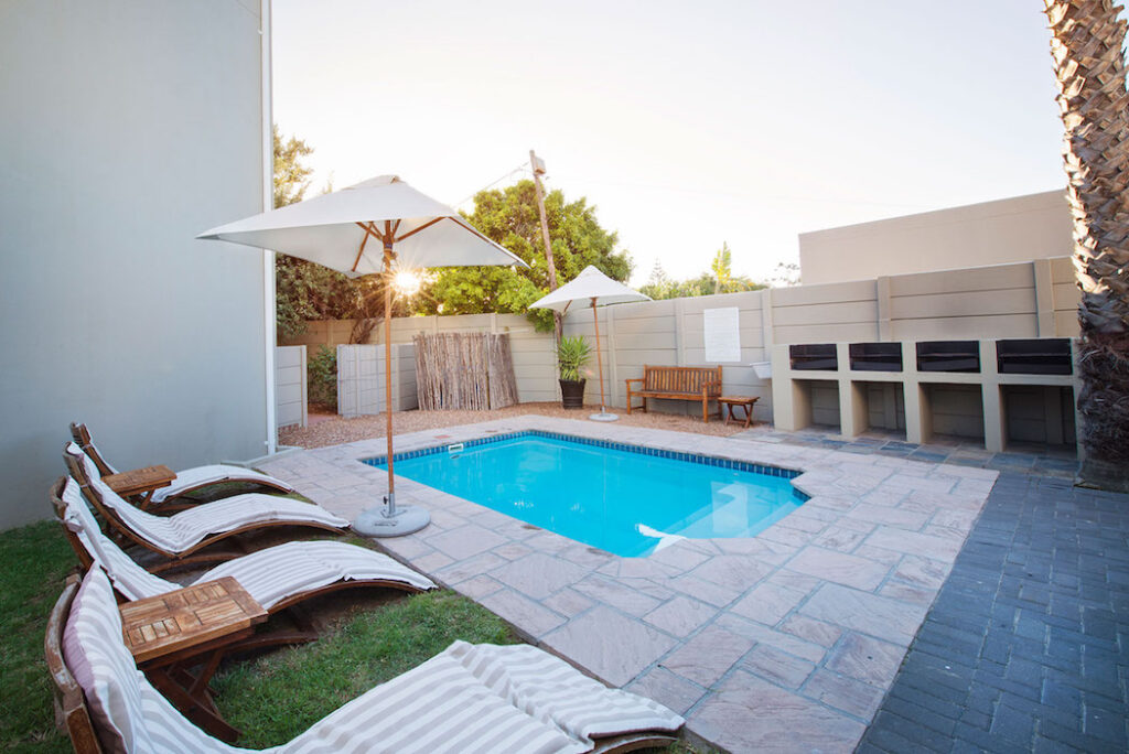 Ocean Shores, swimming pool, braai area, pool lounges, Cape Town